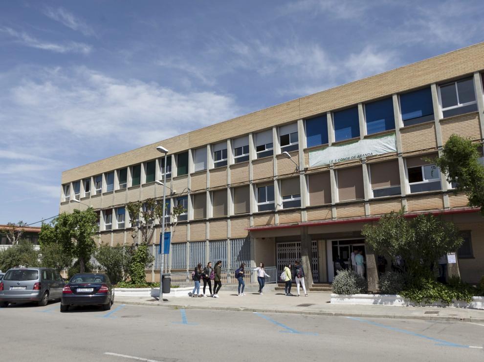 Foto del estreno de la zona azul en la avenida de la Portalada de Alagón, frente al instituto.