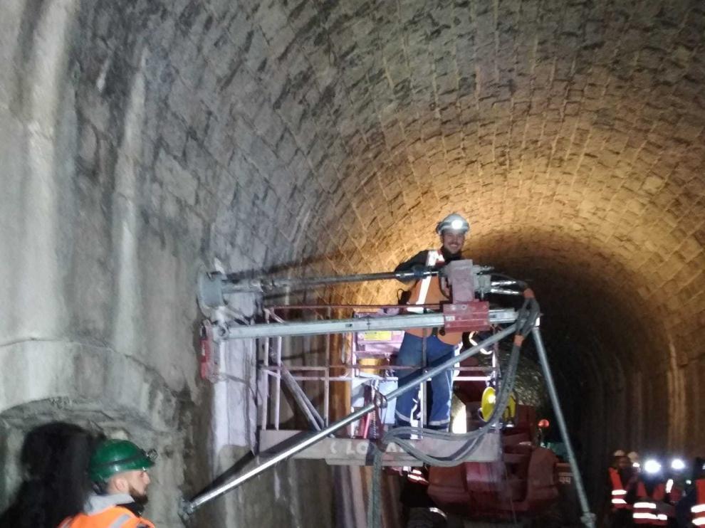 Trabajos en las vías ferroviarias entre Bedous y Canfranc.