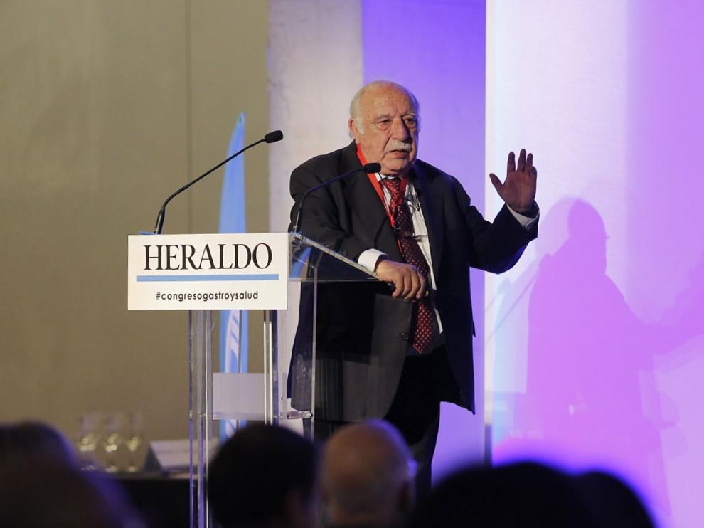 El doctor Félix López Elorza, durante su intervención en la segunda jornada del IV Congreso de Gastronomía y Salud en Zaragoza.