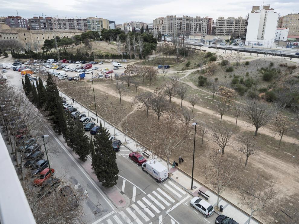 En algunos terrenos de La Almozara han aparecido residuos contaminados.