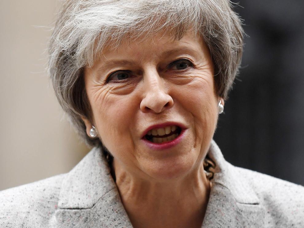 La primera ministra británica, Theresa May, se dirige a los medios.