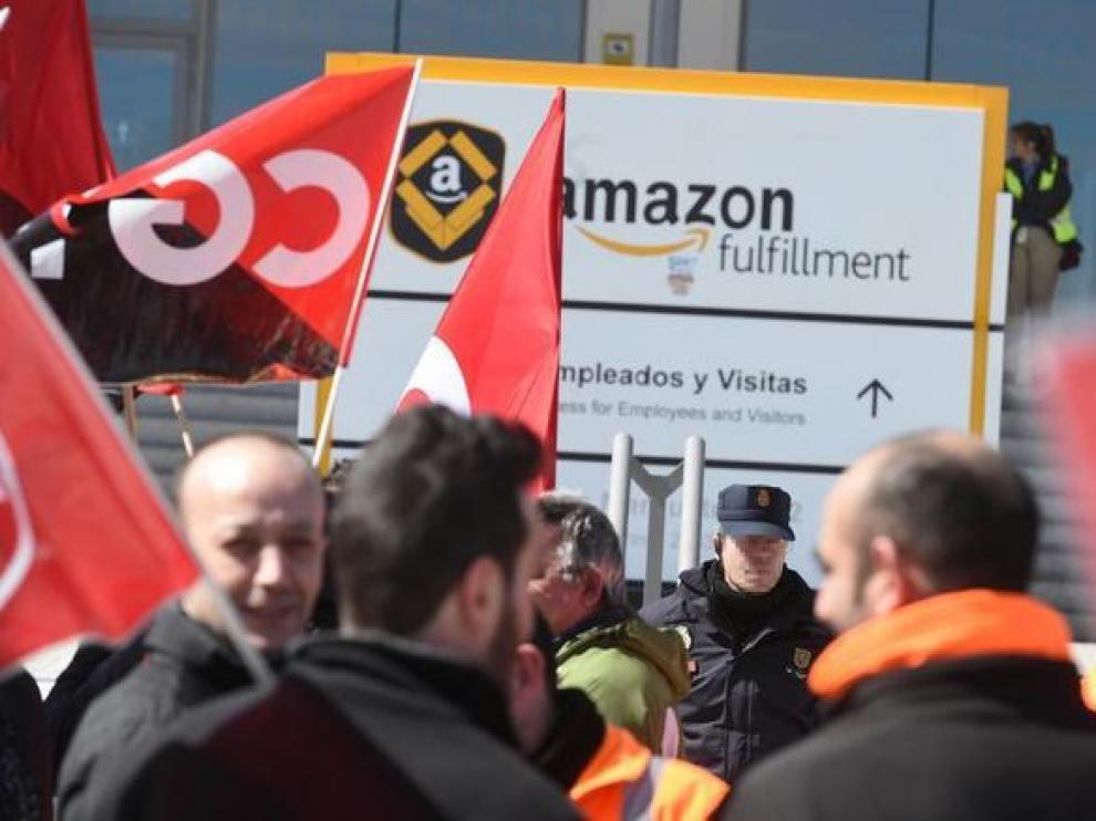 La plantilla del almacén más grande de Amazon en España hace huelga en pleno Black Friday