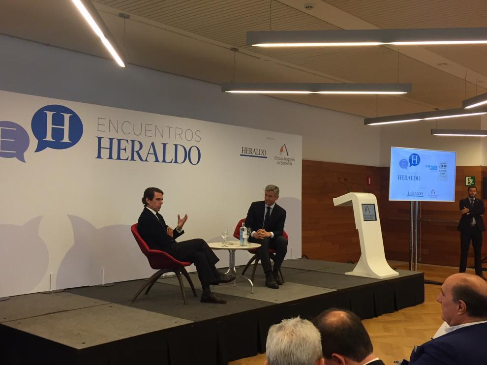 José María Aznar, junto a Mikel Iturbe, en Encuentros Heraldo