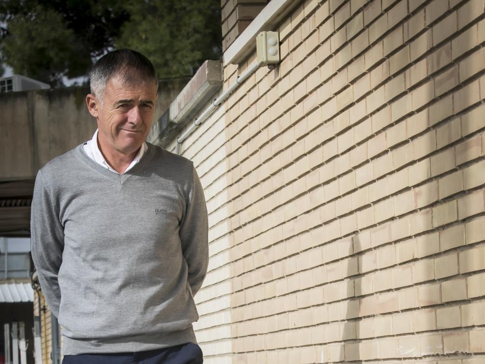 Lucas Alcaraz, ayer, camino de su rueda de prensa previa al partido contra el Alcorcón.