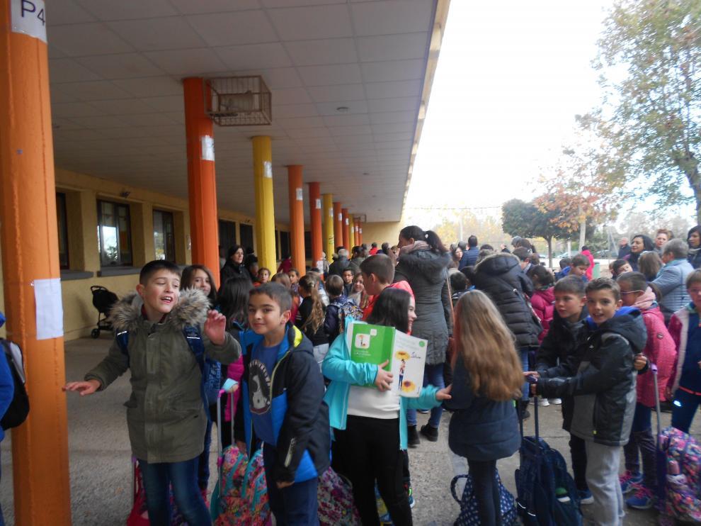 Alumnos del colegio Moncayo de Tarazona entran en clase con música gracias al proyecto 'Entramos cantando'.