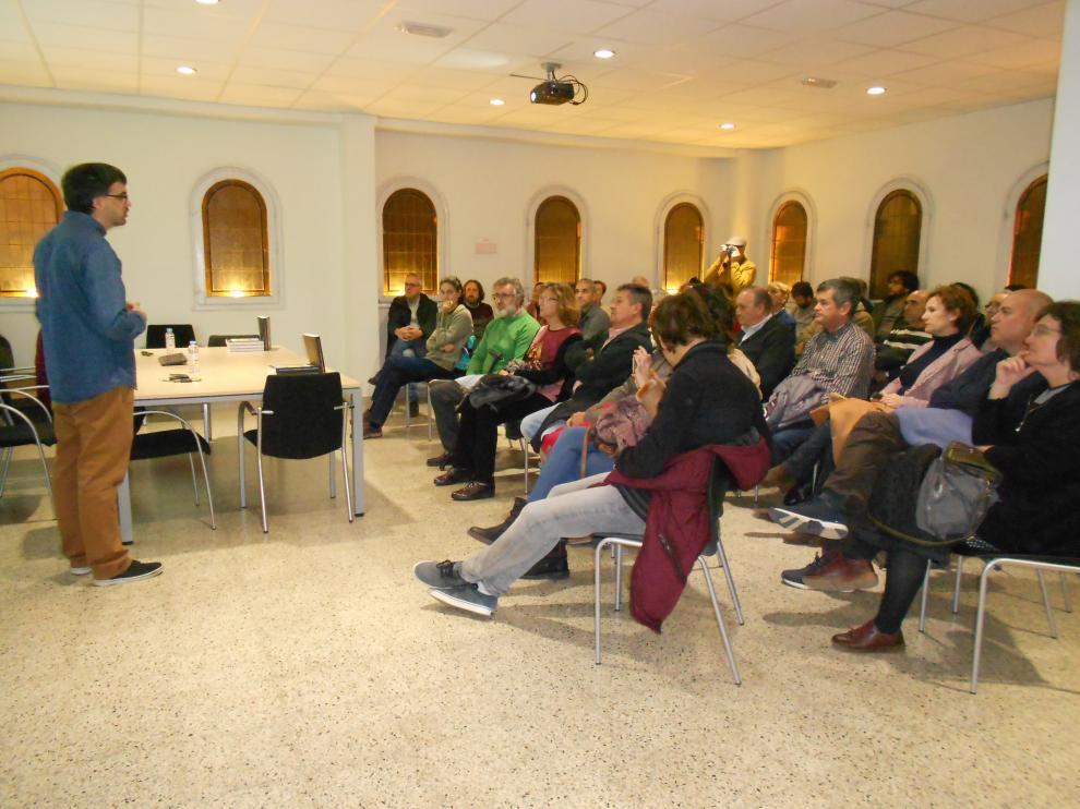 La charla ha transcurrido en la sala de la antigua biblioteca de Tarazona.