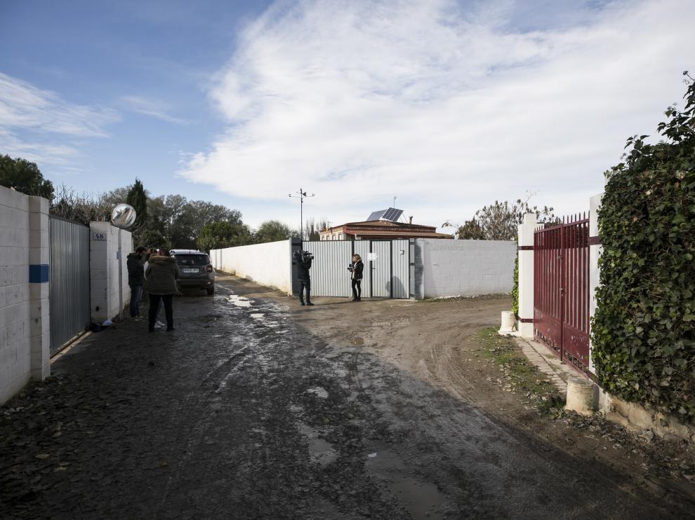 La entrada de la finca fue precintada por la Policía.