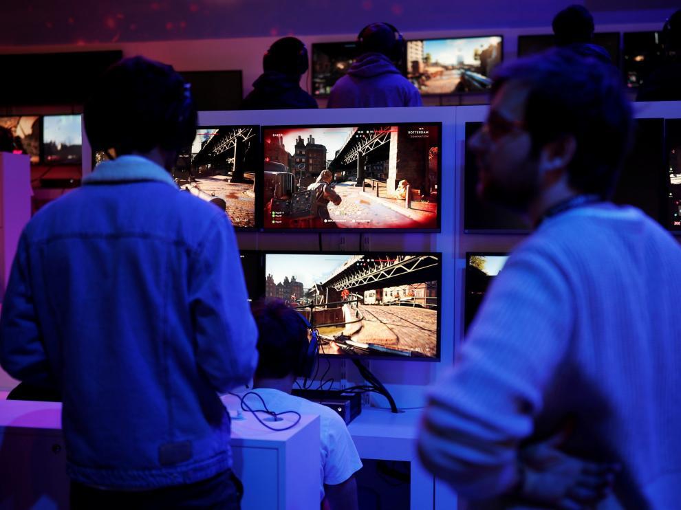 Videojuegos en una feria especializada en París.