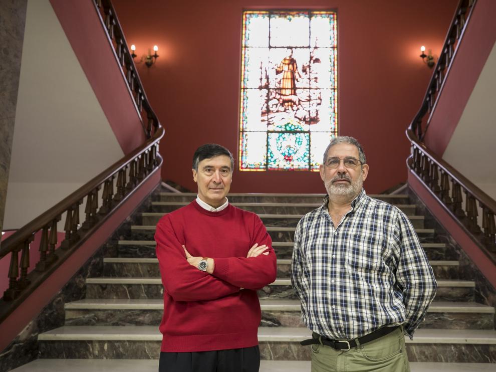 En la imagen, los profesores Juan Jose Ramos y Luis Miguel Ferrer, autores del libro.