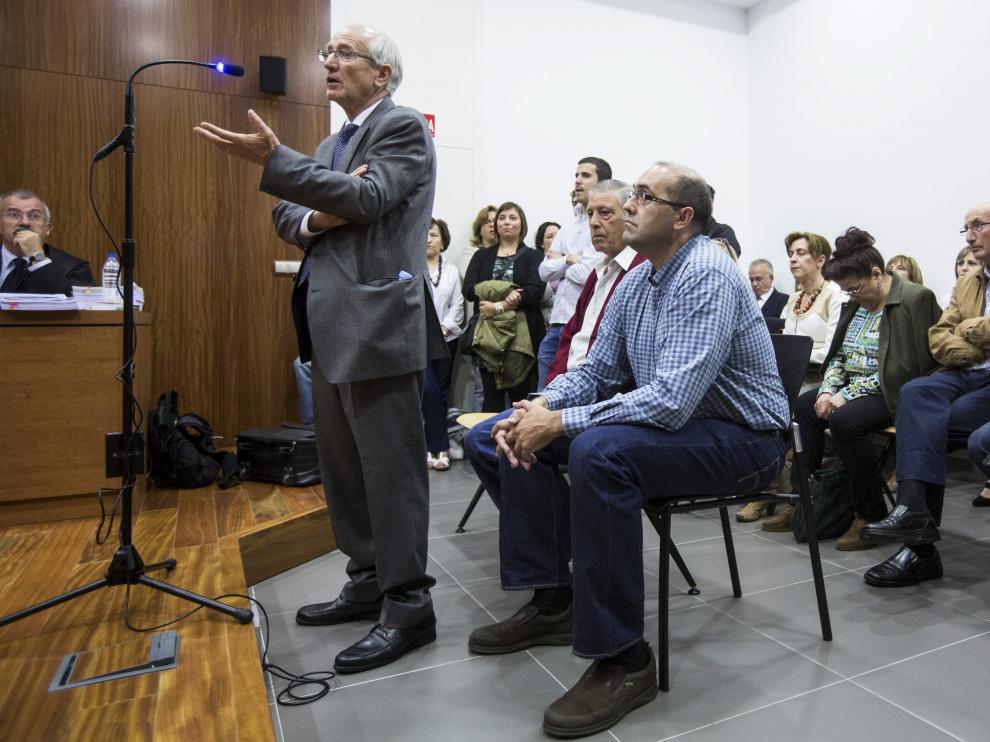 Jesús Pardillos (de pie), durante el juicio celebrado en 2014.