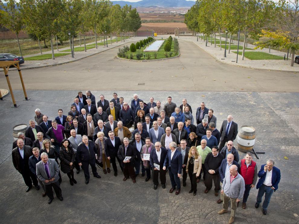 Foto de grupo de los participantes en el acto organizado por el PP de Zaragoza en Cariñena.