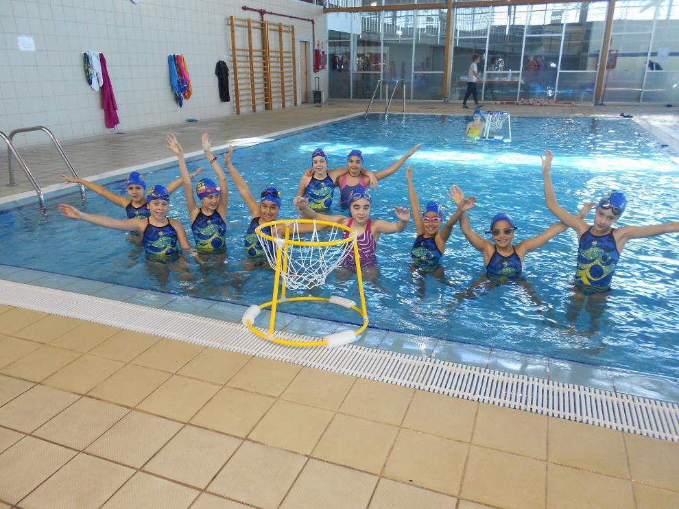 Uno de los grupos de niños que han participado en la gynkana acuática