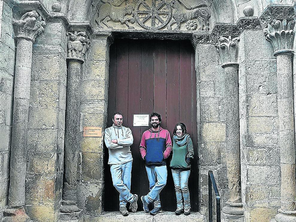 Miguel Castejón (taller de cerámica), David Baraza y Patricia Eguizabal, del restaurante casa Ojalatero.