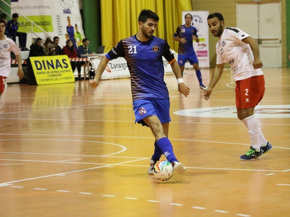 Carlos García, jugador del Colo Colo, en una acción del partido ante el Manzanares.