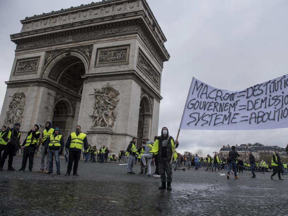 La manifestación francesa contra el alza del carburante degenera en violencia