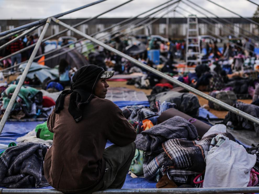 Miles de migrantes pernoctan en Tijuana a la espera de poder pedir asilo en Estados Unidos