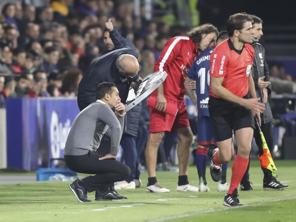 Francisco indica un cambio en el partido contra el Levante.