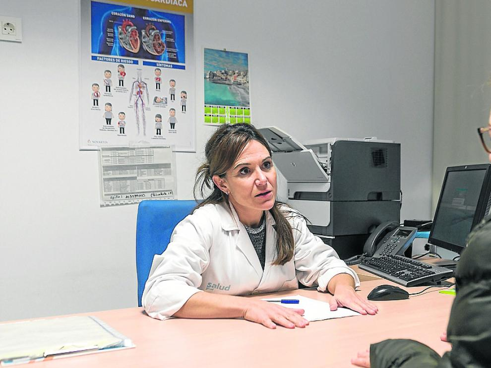 A través del plan de crónicos, Maite Clarés, enfermera del centro de salud Actur Norte, ofrece una atención individualizada a 20 pacientes