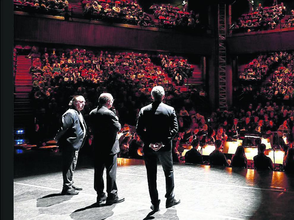 El presidente de Aragón, Javier Lambán, durante el homenaje a la Constitución en Toulouse, ayer.