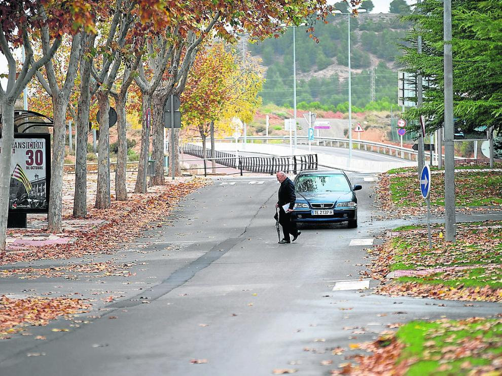 En la calle de Nicanor Villalta los pasos de cebra se han borrado.