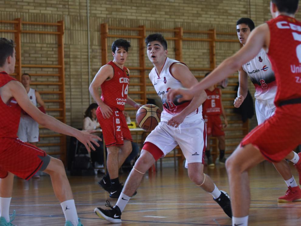 El Basket Zaragoza A se llevó el partido de la jornada ante el Unizar Azulejos Moncayo CBZ.