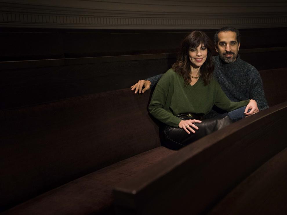 Maribel Verdú, la mala malísima de 'Superlópez', y el director Javier Ruiz Caldera, en el Paraninfo.