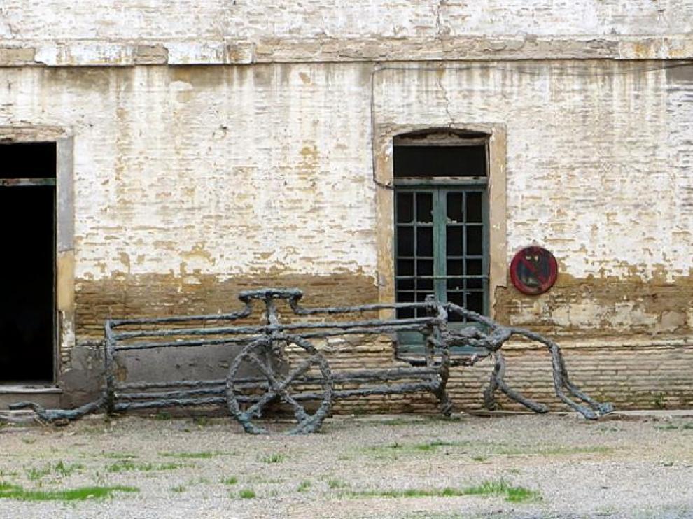 Imagen de los restos de la obra 'La carreta del agua', depositados en el servicio de Patrimonio del Ayuntamiento de Zaragoza.