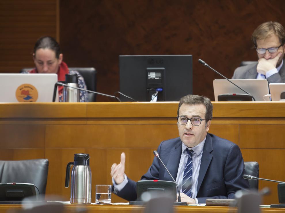 El director general de Presupuestos, Manuel Galochino, en su comparecencia de este lunes en las Cortes de Aragón.