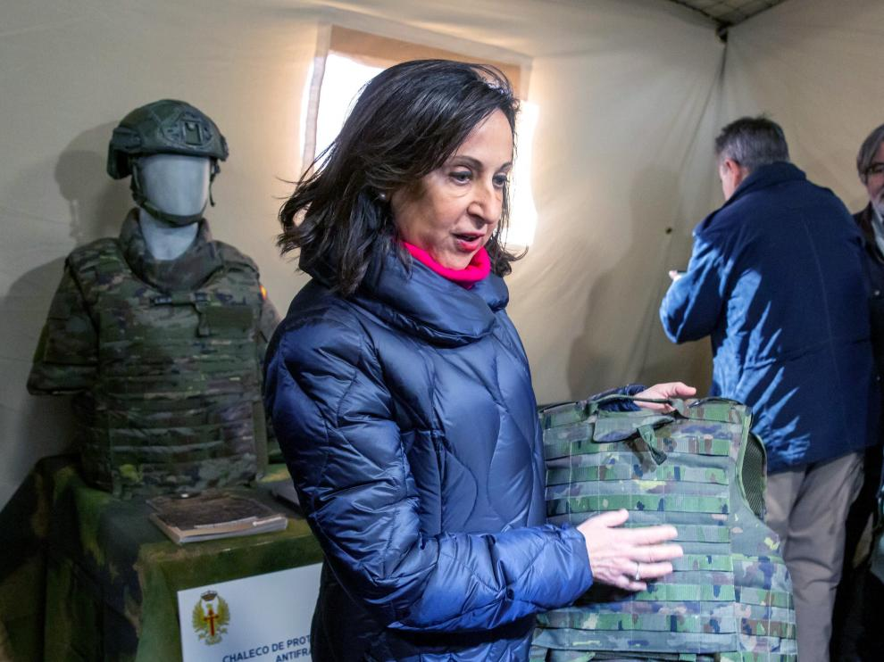 La ministra de Defensa durante la presentación del chaleco de protección dirigido a mujeres dentro de las Fuerzas Armadas.