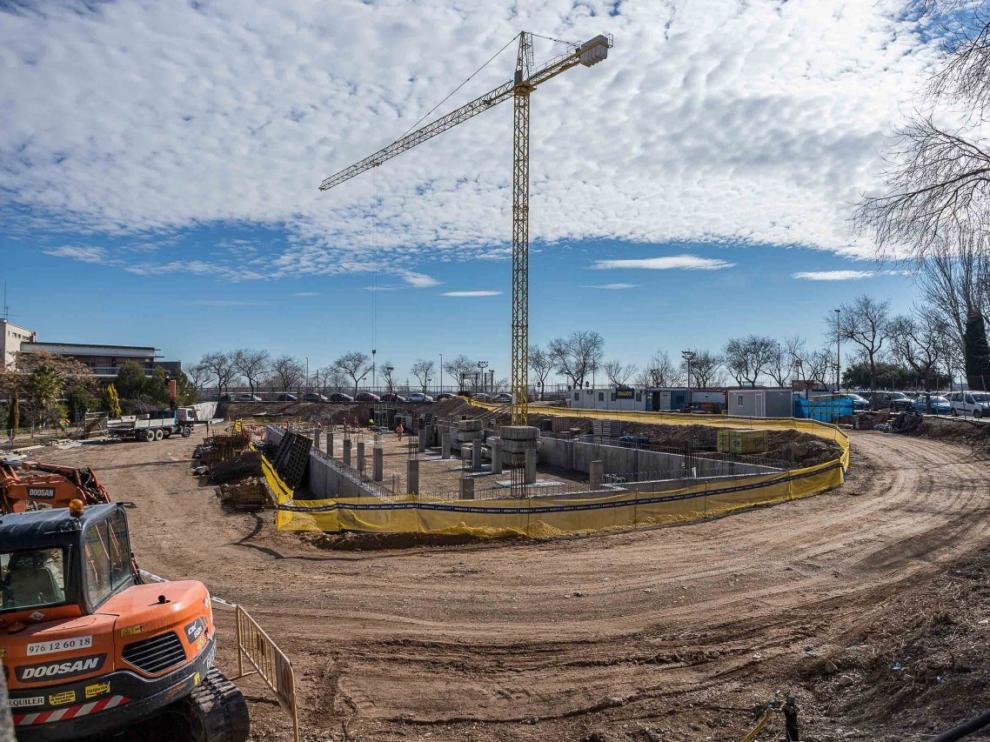 Vista de las obras de construcción de las viviendas con servicios comunes de Las Fuentes.