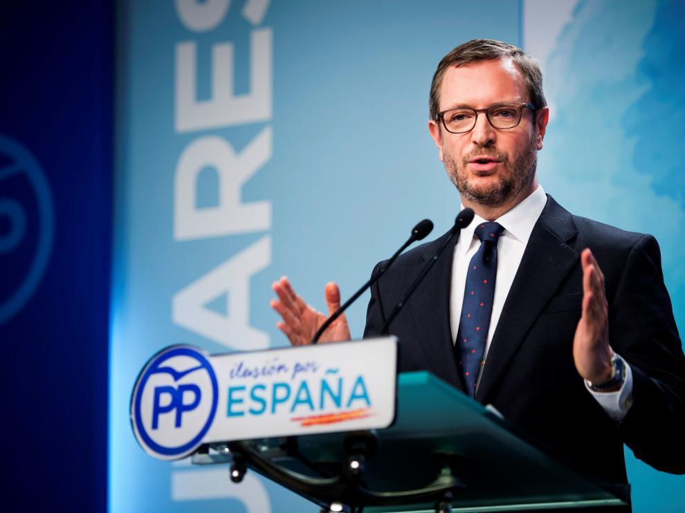 El vicesecretario del PP, Javier Maroto, durante la rueda de prensa de este lunes en la sede del PP.
