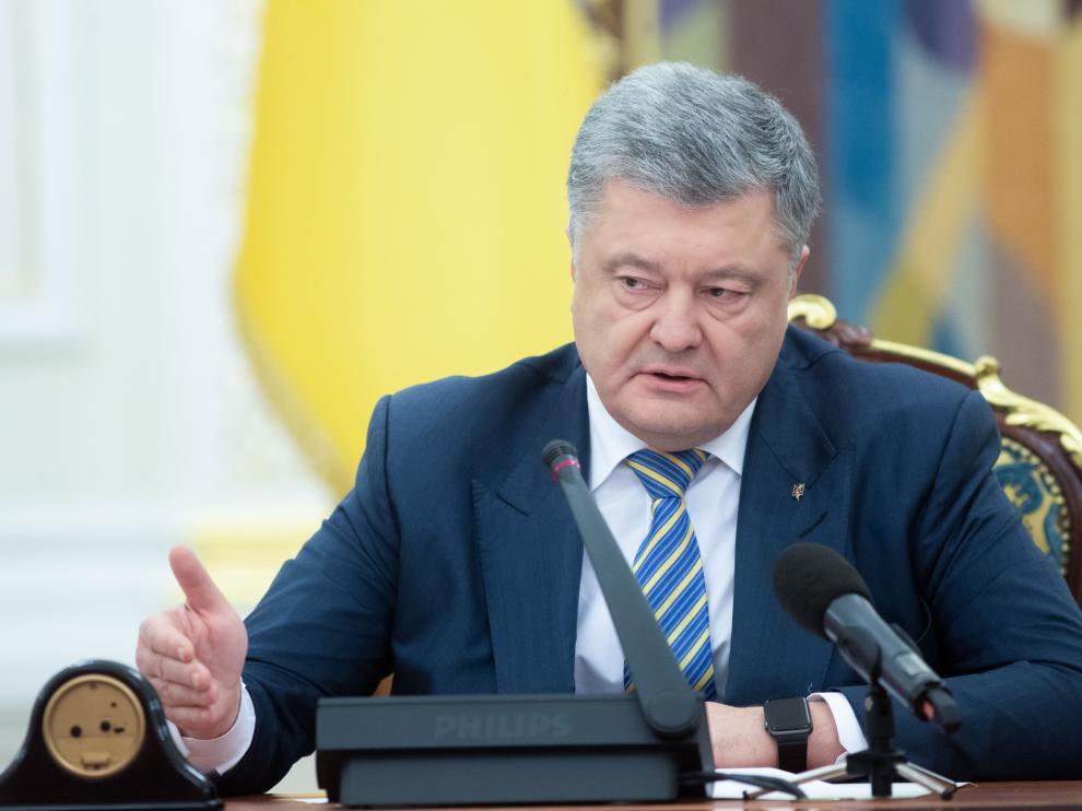 El presidente ucraniano Petró Poroshenko convocó al Estado Mayor del Ejército y ordenó a su representante ante la ONU que denuncie la agresión rusa ante el Consejo de Seguridad.