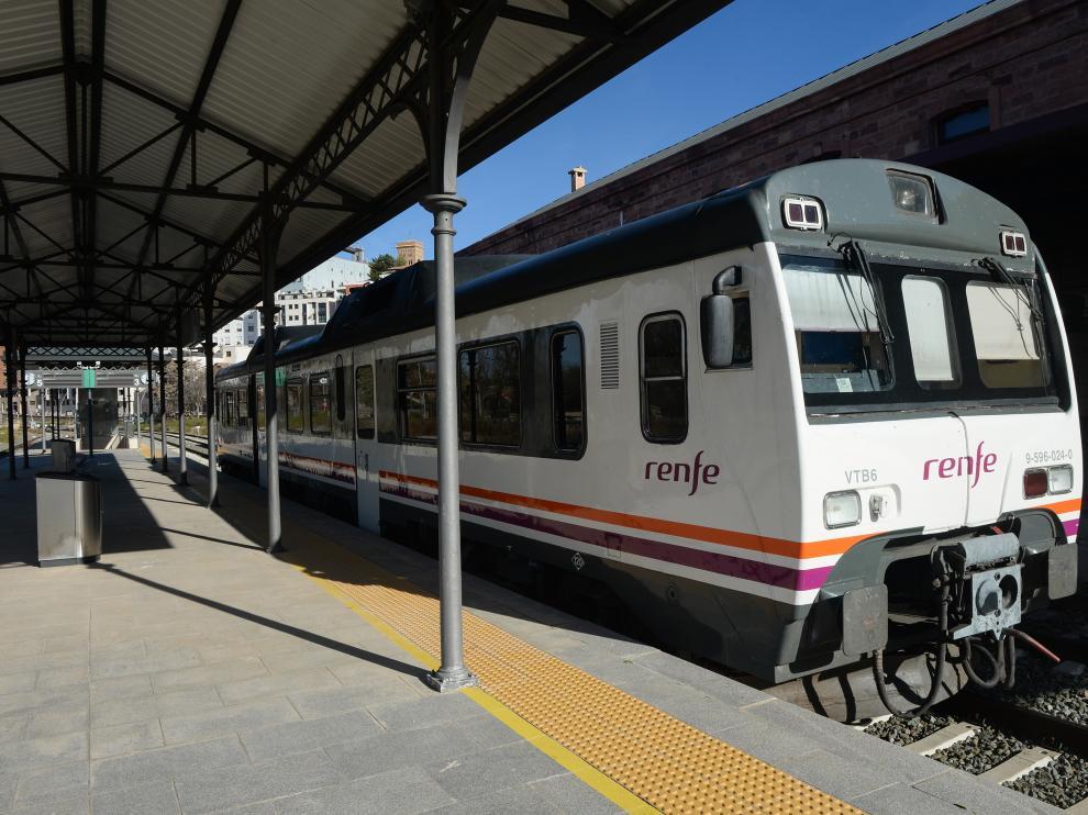 Un tren 'tamagotchi', averiado en la estación de Teruel.