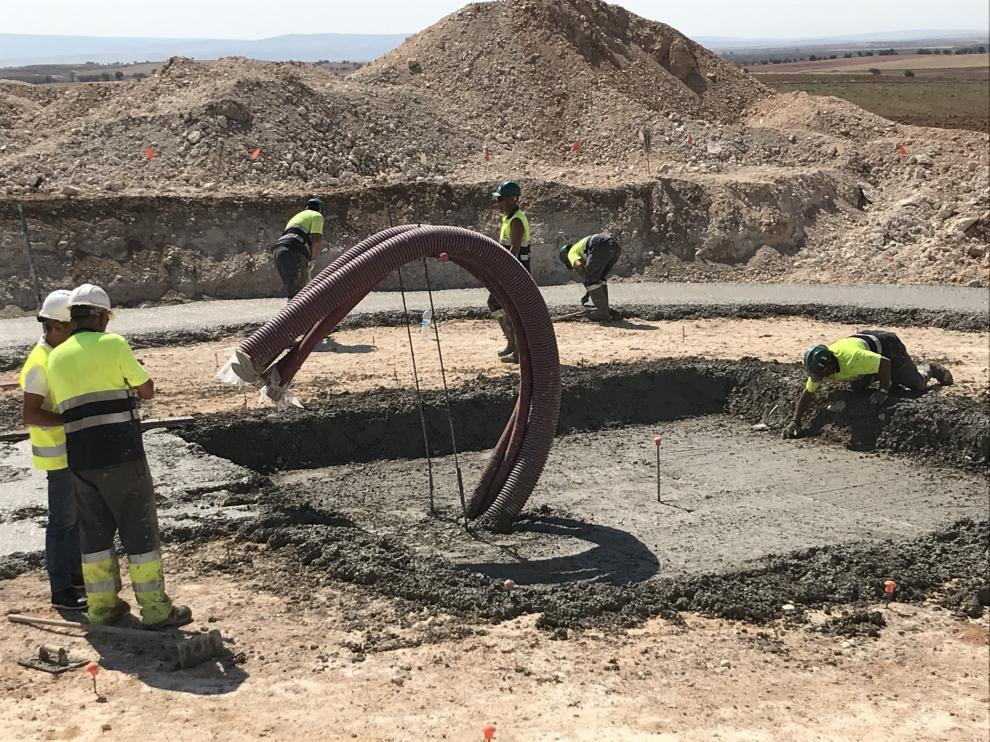 Trabajos de construcción del parque eólico de Forestalia en Azuara