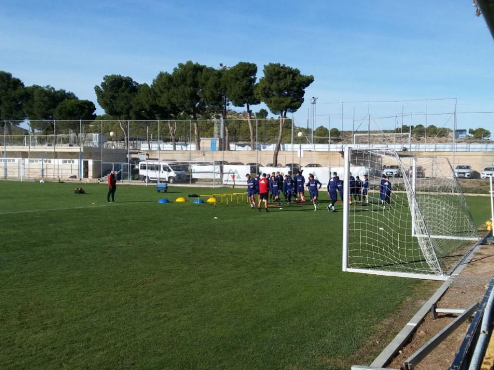 La plantilla del Real Zaragoza, entrenándose este martes en la Ciudad Deportiva.