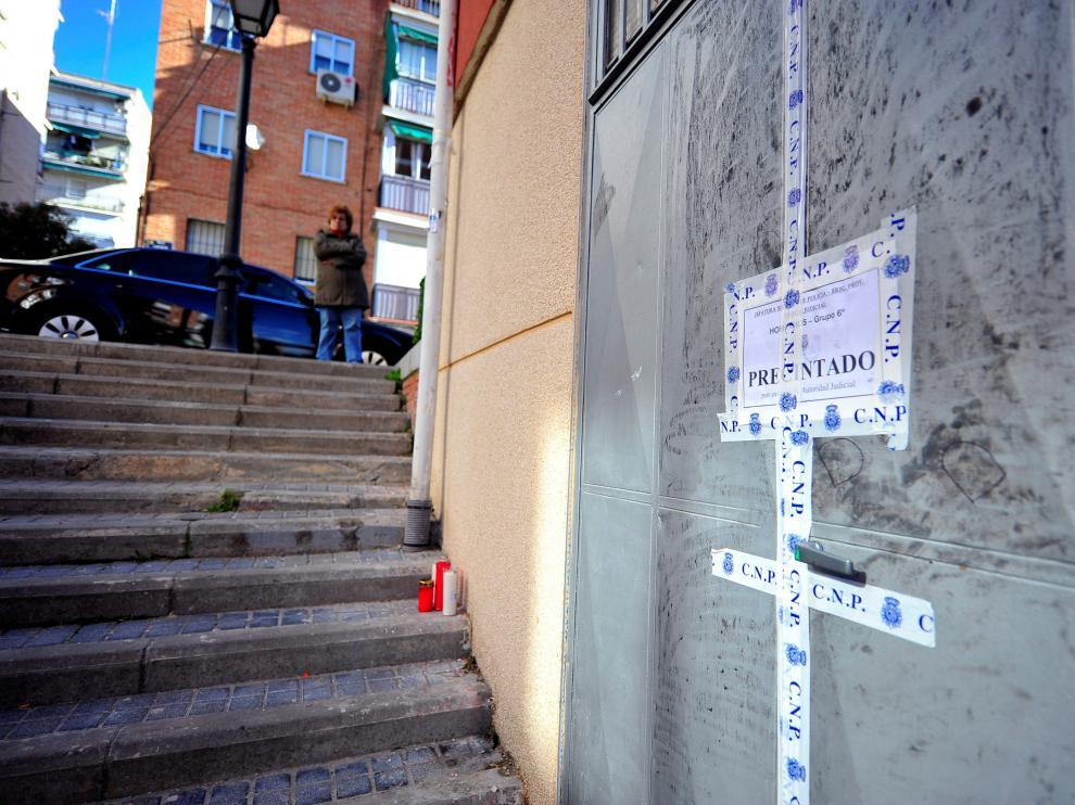 La joven de 17 años recibió una puñalada en esta calle de Madrid.