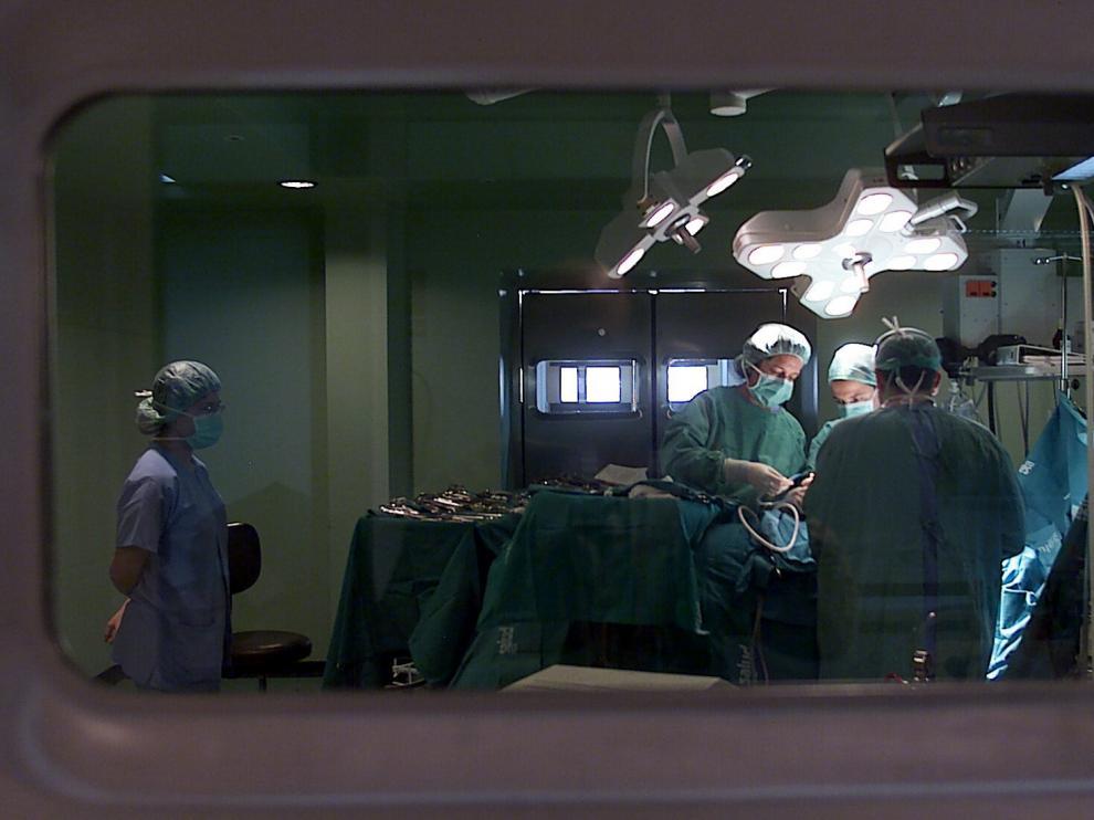 Interior de un quirófano en el Hospital Clínico de Zaragoza.