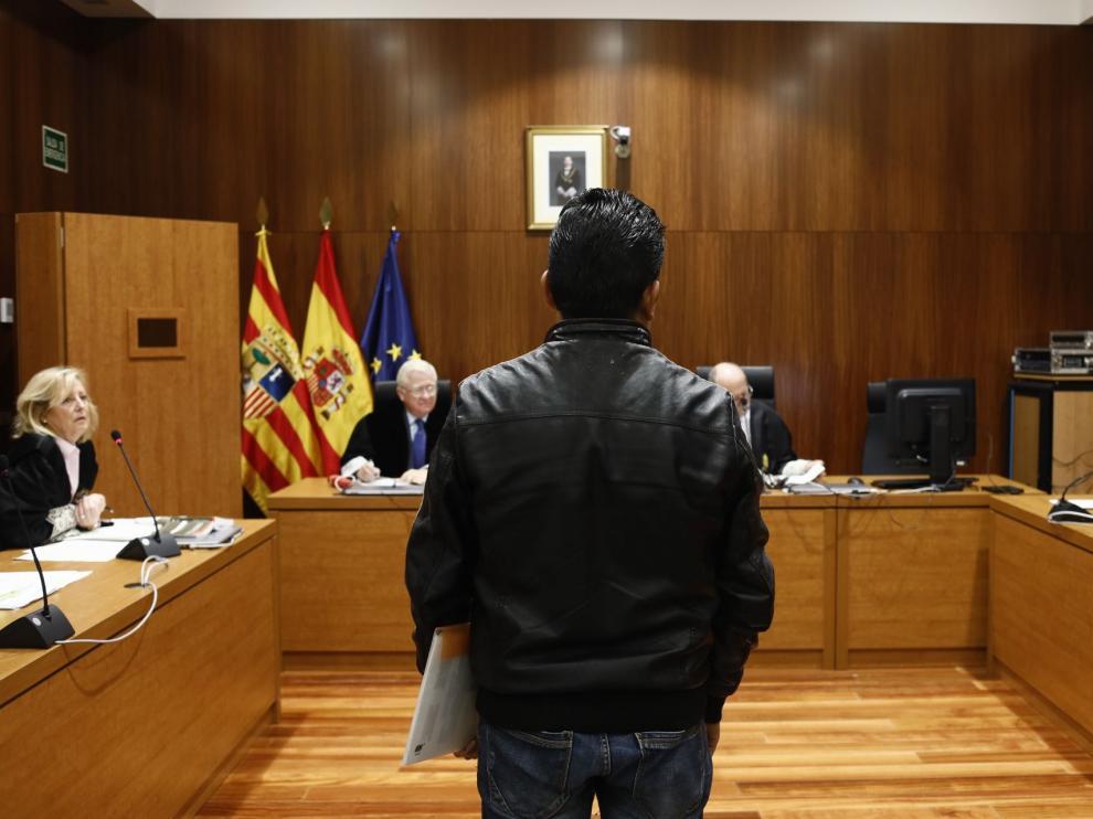 El acusado, en el momento de comenzar la vista oral en la Audiencia Provincial de Zaragoza.