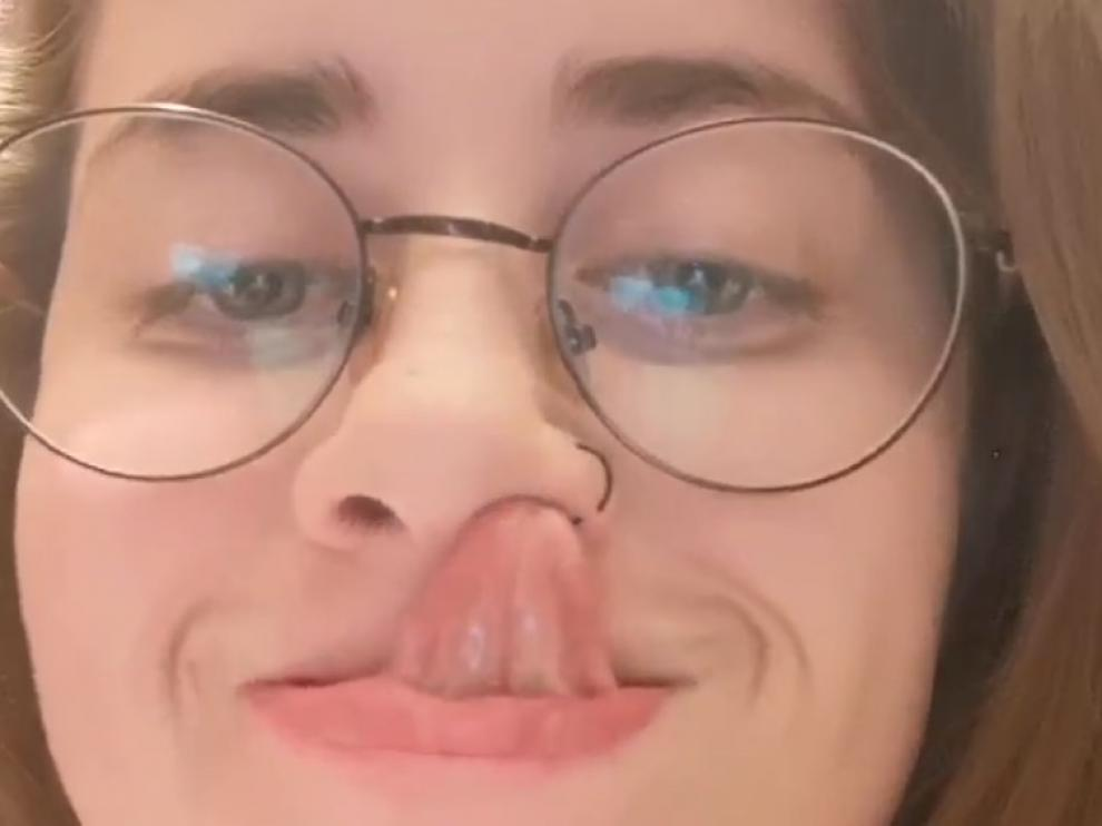María se puede meter la lengua en la nariz. Ella es una de las 'freaks' del hilo de Twitter más desacomplejado