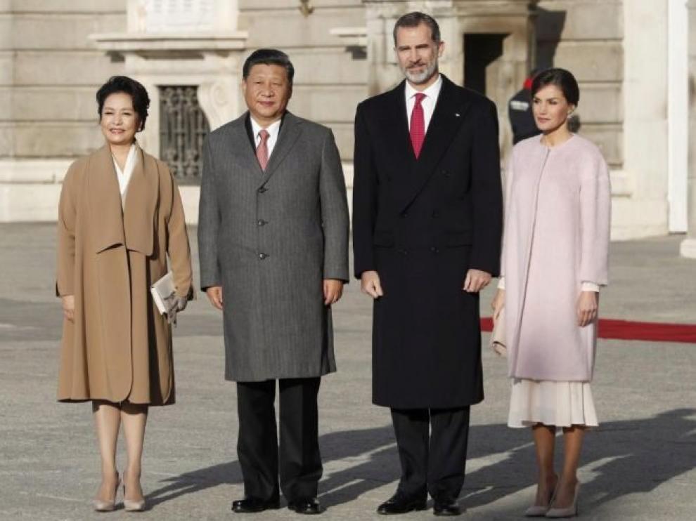 El presidente de la República Popular China, Xi Jinping, y su esposa, Peng Liyuan, junto a Felipe VI y la Reina Letizia.