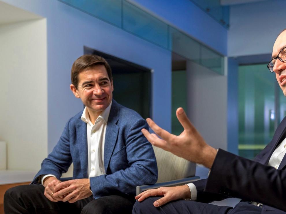 Onur Genç (derecha) será el sucesor de Carlos Torres Vila.