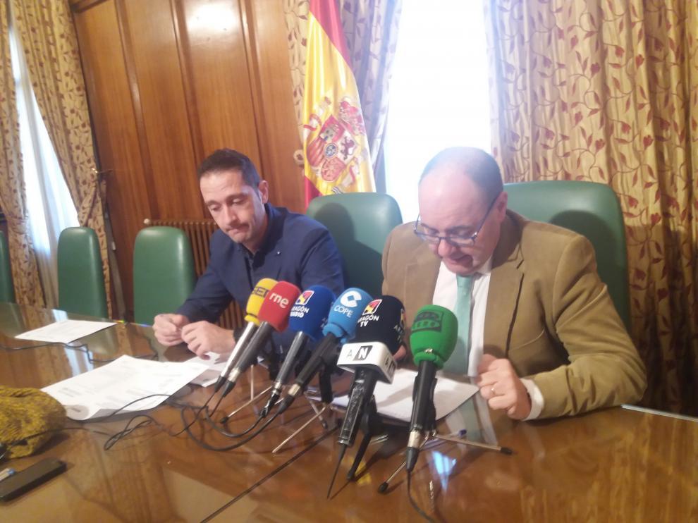 José Ramón Morro, a la derecha, en la Subdelegación.