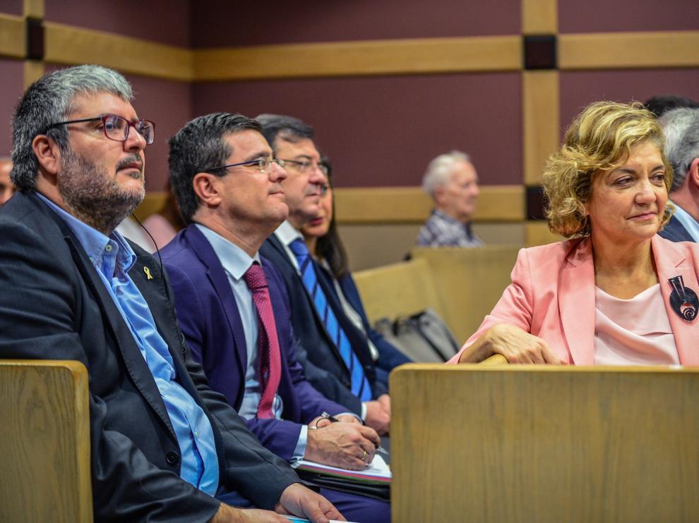 Francisco Molinero y otros diputados durante el desarrollo del juicio.