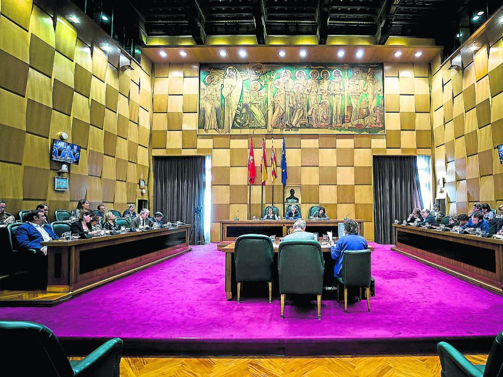 El salón de plenos del Ayuntamiento de Zaragoza, durante el debate de 2017.