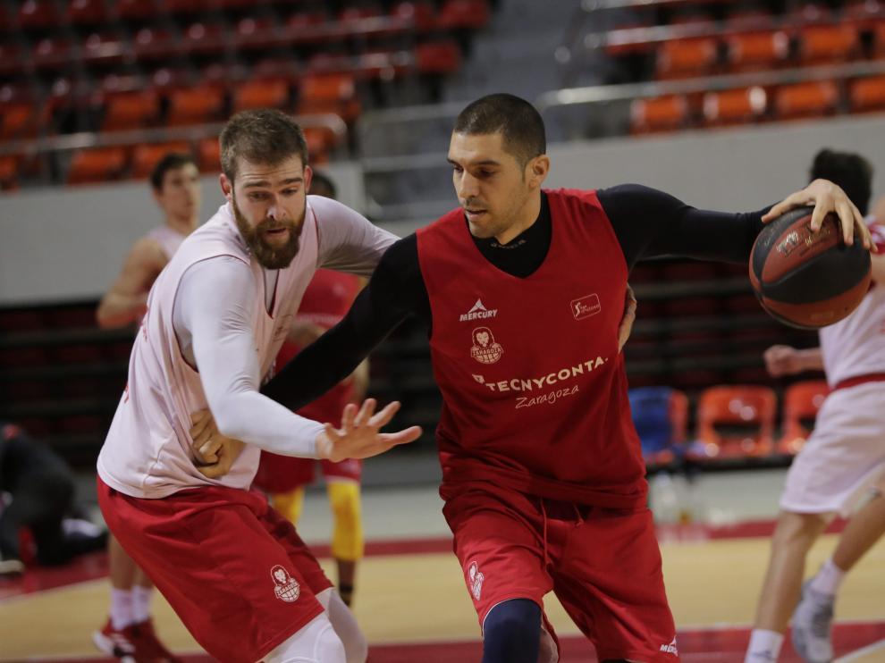 Nacho Martín junto a Radovic en un entrenamiento.