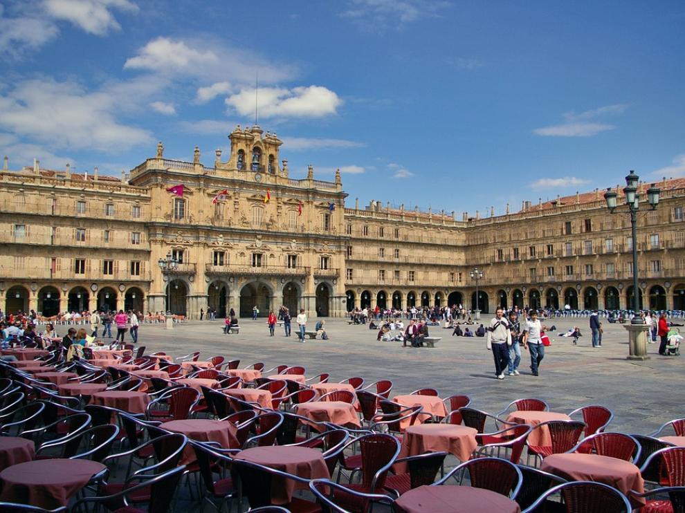 El detenido circulaba por la Plaza Mayor de salamanca, peatonal y con el acceso prohibido a vehículos.