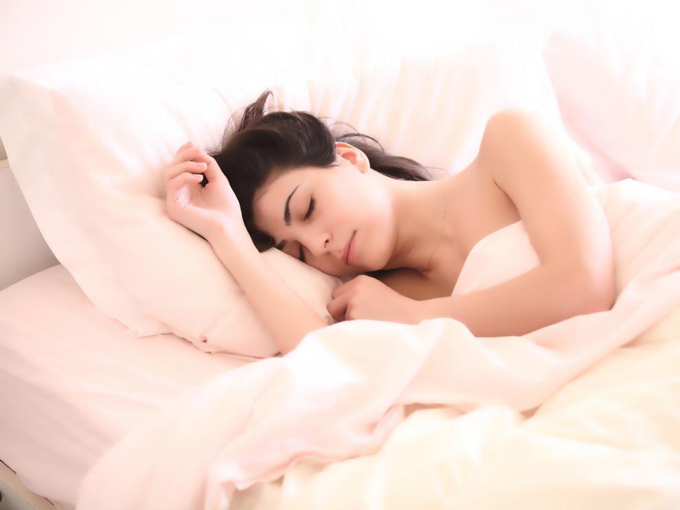 Elegir la almohada adecuada evita problemas cervicales y de mandíbula.