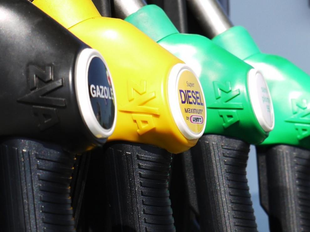 El descenso en los precios del carburante y la electricidad han influido en la caída del IPC.