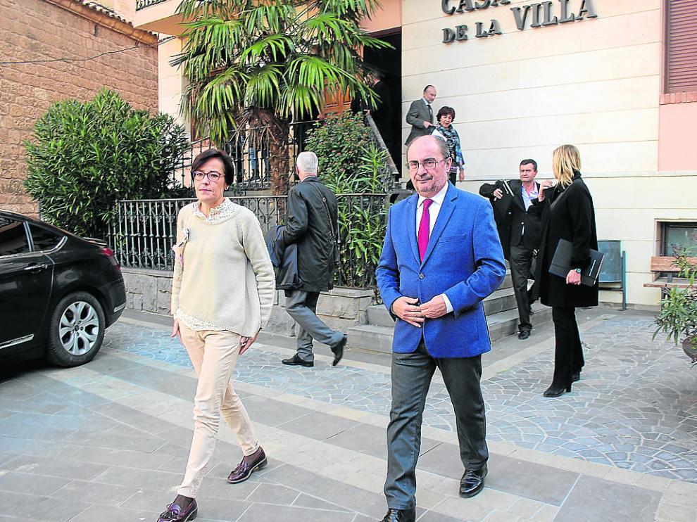 Ciércoles y Lambán, ayer a la salida de la reunión con alcaldes, empresarios y sindicatos