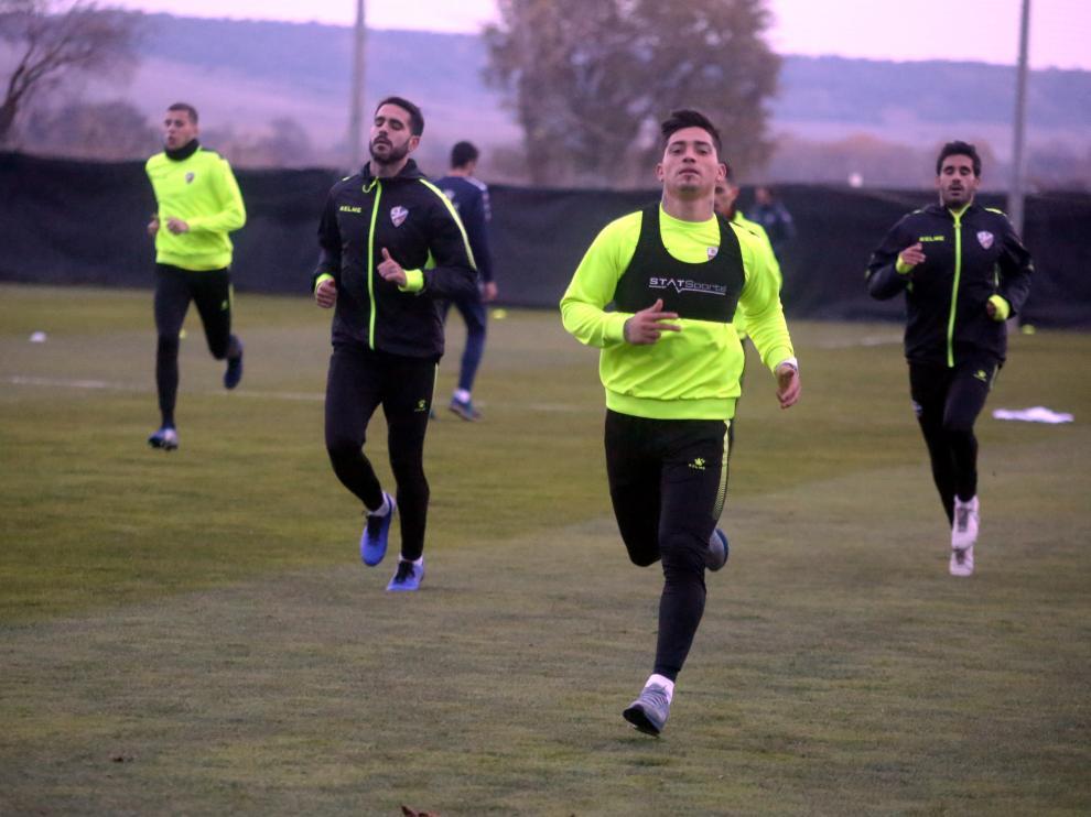 Chimy Ávila, con la cabeza alta, en el entrenamiento de esta tarde.